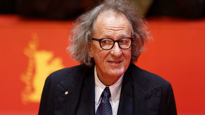 Geoffrey Rush on the red carpet (Photo by Maximilian Bühn creative commons)